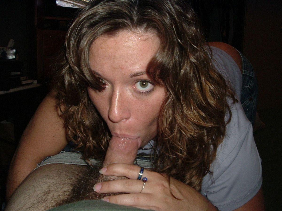 Лица барынь с болтами во рту