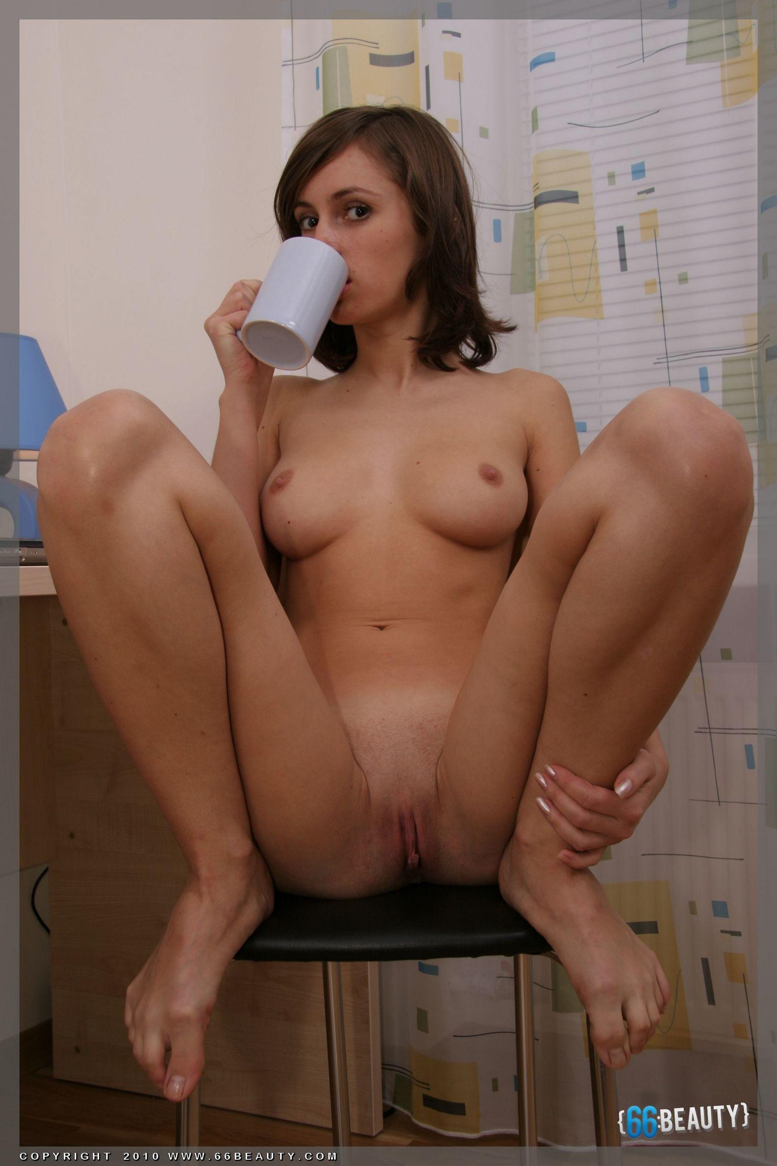18-летняя красоточка Анника