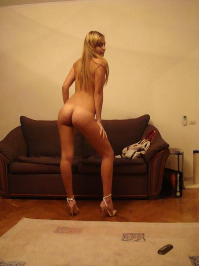 Розовая манда сексуальной блондинки секс фото